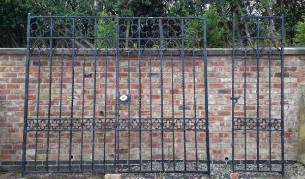 Reclaimed Large Gate posts and side gate