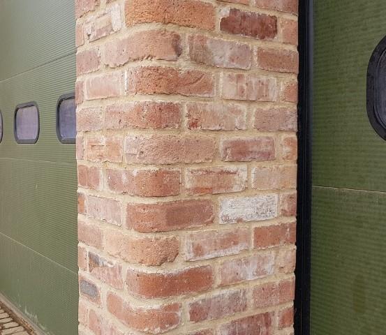 Single Red Bullnose Brick Corner Pillar