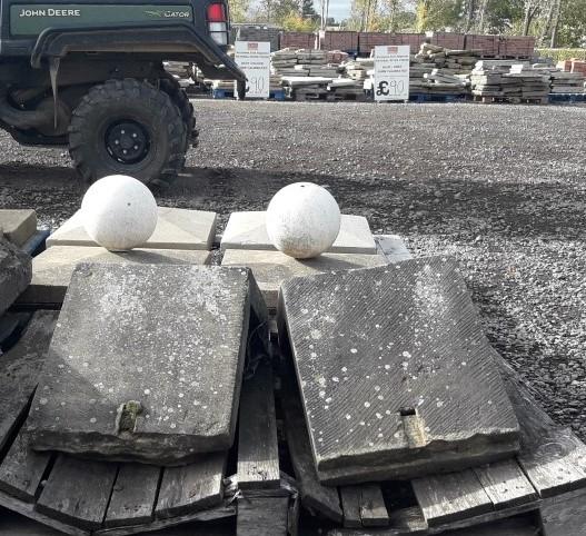 Traingular stone pier caps