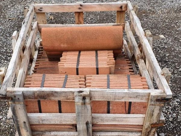 Pallet of reclaimed redland roof tiles-640x480